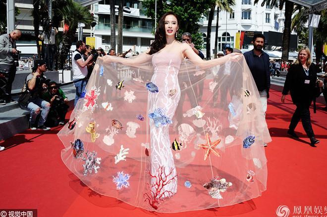 Cặp mỹ nhân tên Trinh lần đầu sải bước Cannes: Người được khen nền nã kín đáo, kẻ bị chỉ trích giống khỏa thân-13