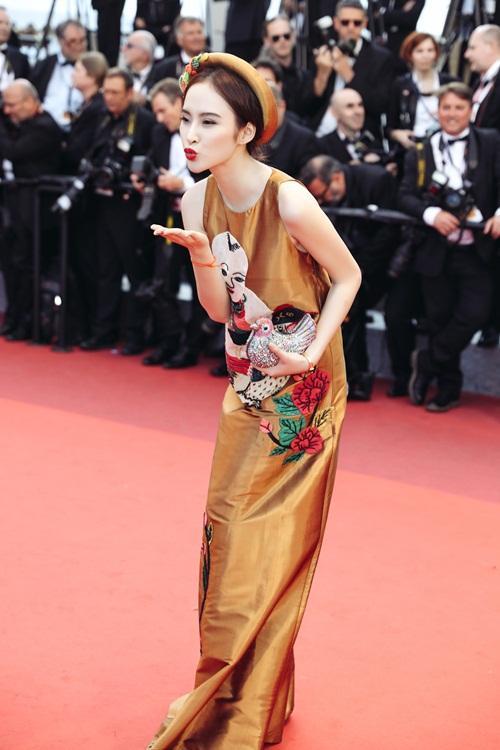 Cặp mỹ nhân tên Trinh lần đầu sải bước Cannes: Người được khen nền nã kín đáo, kẻ bị chỉ trích giống khỏa thân-11