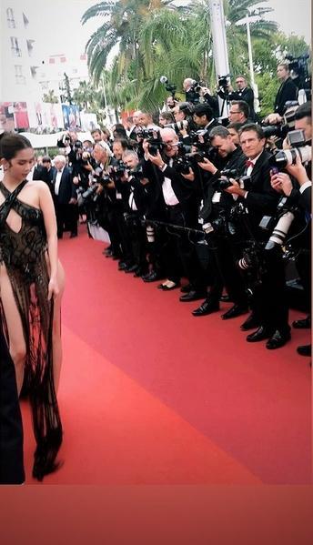 Cặp mỹ nhân tên Trinh lần đầu sải bước Cannes: Người được khen nền nã kín đáo, kẻ bị chỉ trích giống khỏa thân-7