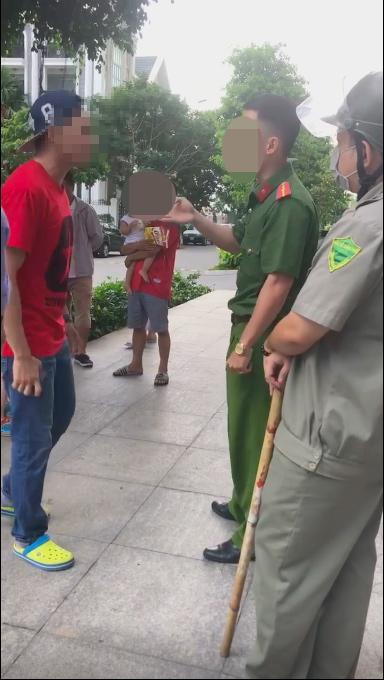 Thanh niên Việt kiều sáng nhất MXH: Xưng mày - tao với người lớn tuổi khi bị nhắc nhở việc để chó tè bậy-2