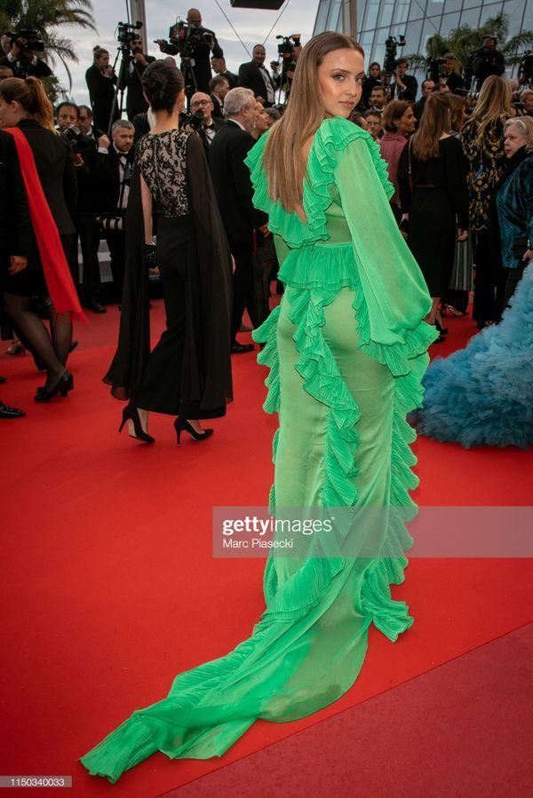 Top 10 bộ cánh thảm họa ở Liên hoan phim Cannes 2019, riêng Ngọc Trinh đã chiếm 3 bộ-9