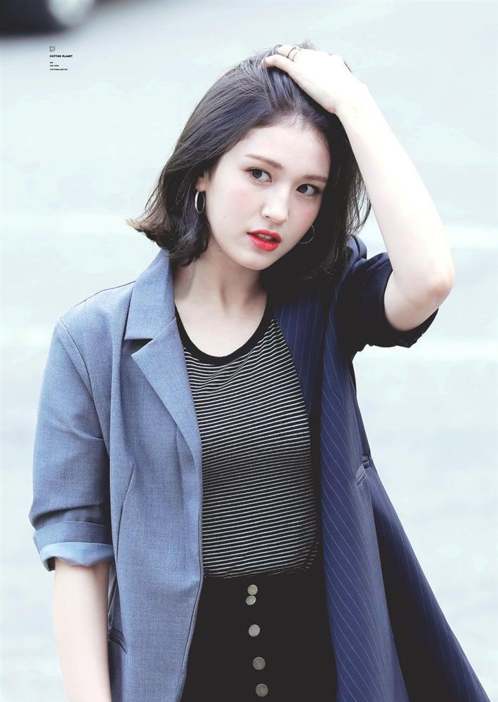 Không còn coming soon, poster ấn định ngày ra mắt chính thức của Somi đã có rồi đây-2