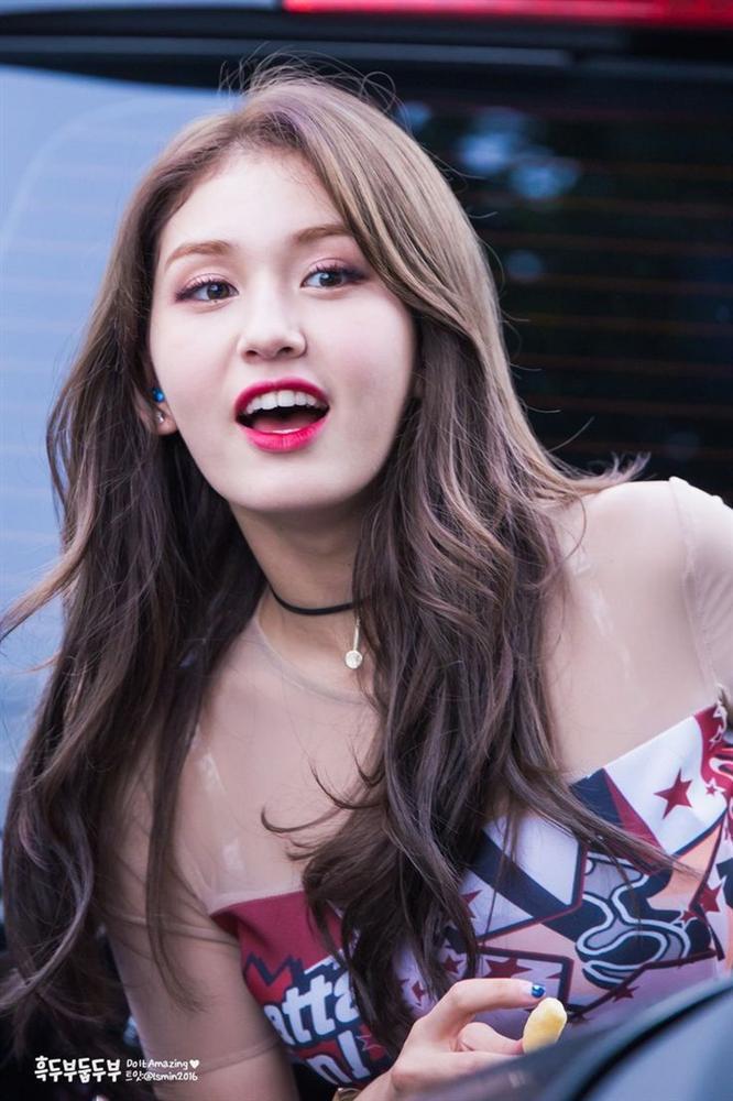 Không còn coming soon, poster ấn định ngày ra mắt chính thức của Somi đã có rồi đây-4