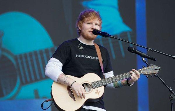 Ed Sheeran - từ chàng trai tay trắng, hát đường phố kiếm sống trở thành Ông hoàng Spotify thế giới-1