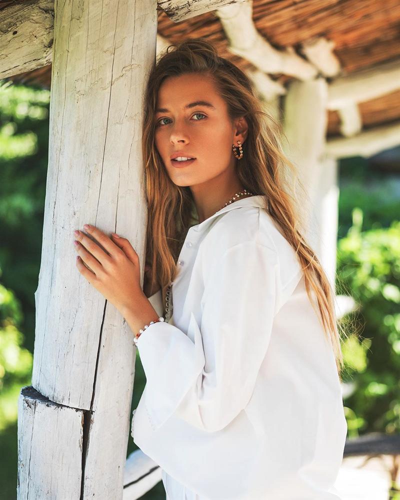 Bản tin Hoa hậu Hoàn vũ 20/5: Phạm Hương dù cố gắng trát cả cân phấn vẫn không bì nổi mặt mộc mỹ nữ Ukraina-2