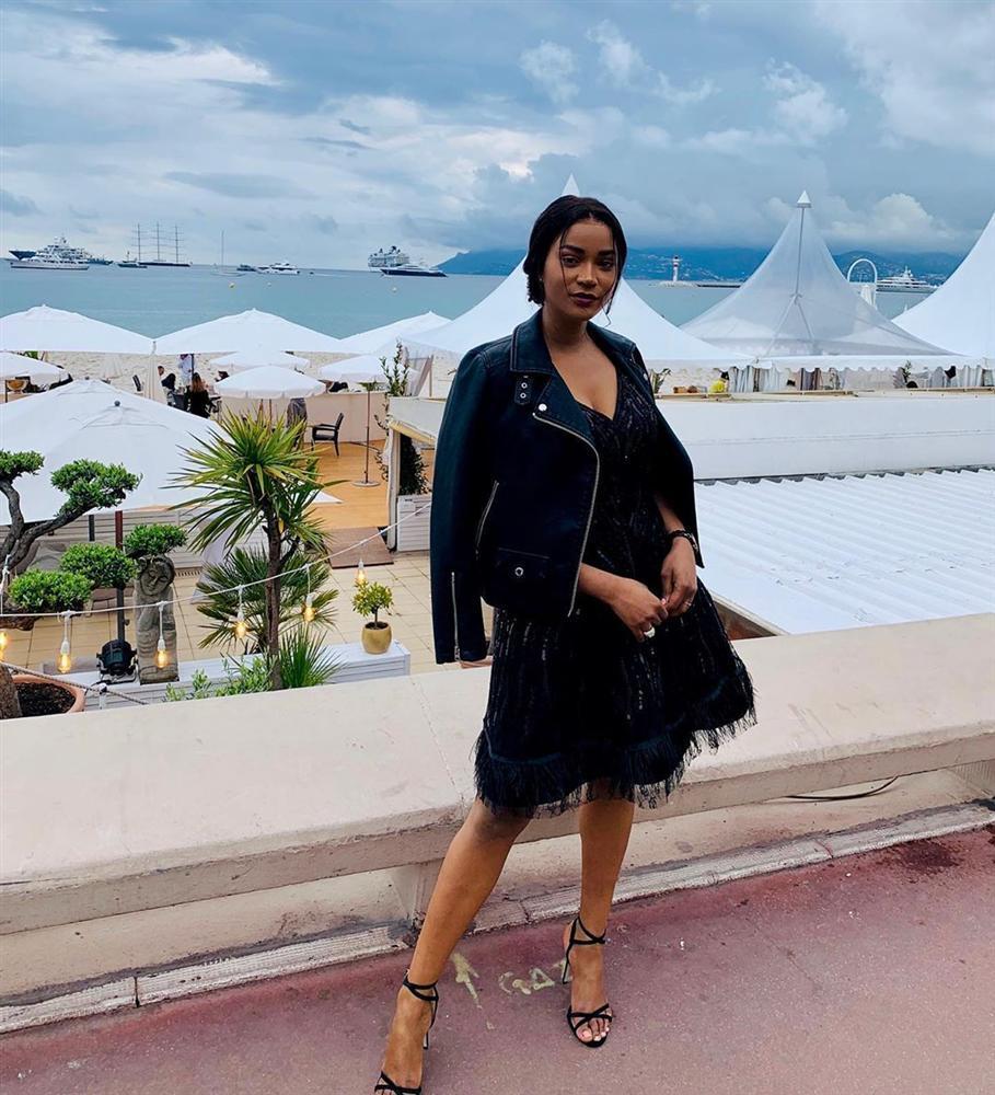 Bản tin Hoa hậu Hoàn vũ 20/5: Phạm Hương dù cố gắng trát cả cân phấn vẫn không bì nổi mặt mộc mỹ nữ Ukraina-3