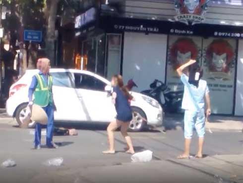 Đánh người vì bị nhắc nhở do vứt rác bừa bãi: Chủ shop quần áo xin lỗi nữ lao công