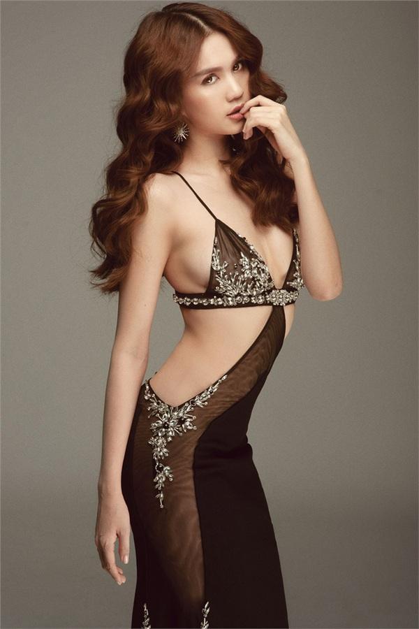 Không phải đến Cannes mới hở bạo đâu, Ngọc Trinh có cả một bộ sưu tập những chiếc váy còn nóng hơn thời tiết Hà Nội đây này!-13