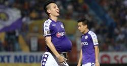 Ăn mừng chiến thắng đúng chuẩn cầu thủ, trai đẹp tuyển Việt Nam ngầm thông báo đã lên chức bố