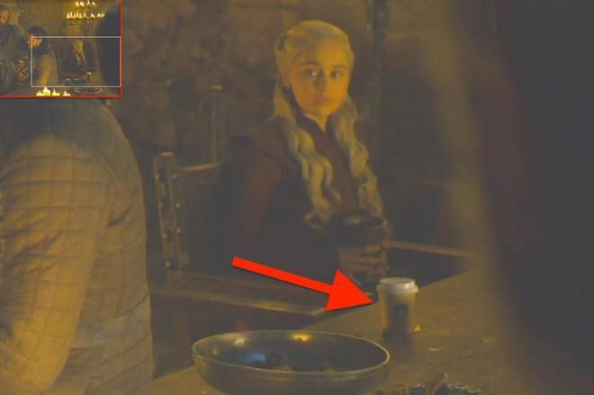 Fan phẫn nộ vì chai nước bị bỏ quên trong tập cuối Game Of Thrones-2