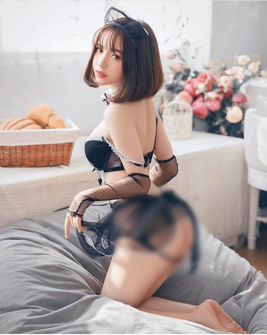 Vóc dáng nóng bỏng của Hà Phương - cô cháu gái xinh đẹp của streamer Quang Cuốn-12