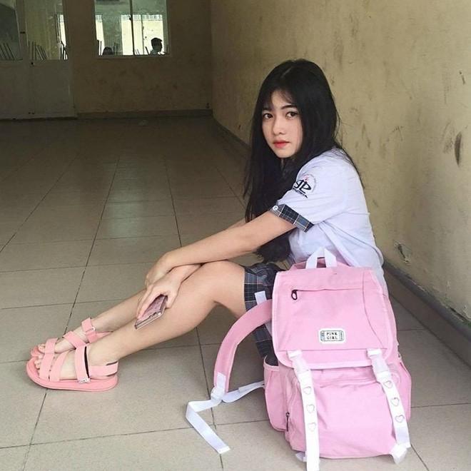 Loạt hotgirl sinh năm 2001 đang ôn tập cho kỳ thi THPT quốc gia-6
