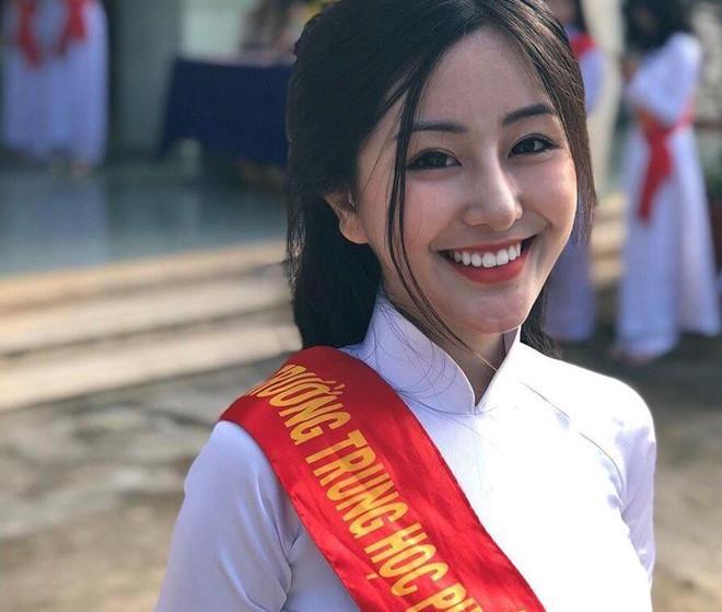 Loạt hotgirl sinh năm 2001 đang ôn tập cho kỳ thi THPT quốc gia-7