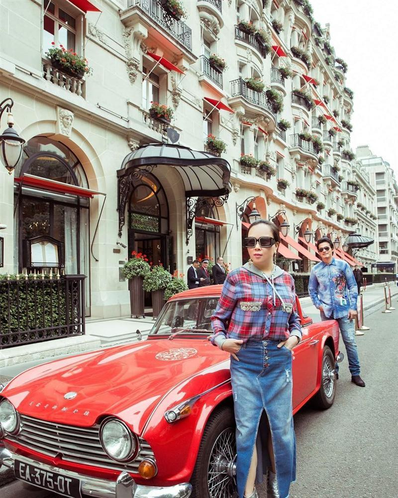 Chơi thân Ngọc Trinh nên Phượng Chanel dù hơn 40 vẫn đam mê màu hồng bất chấp lạc lối đáng sợ đến thế!-10