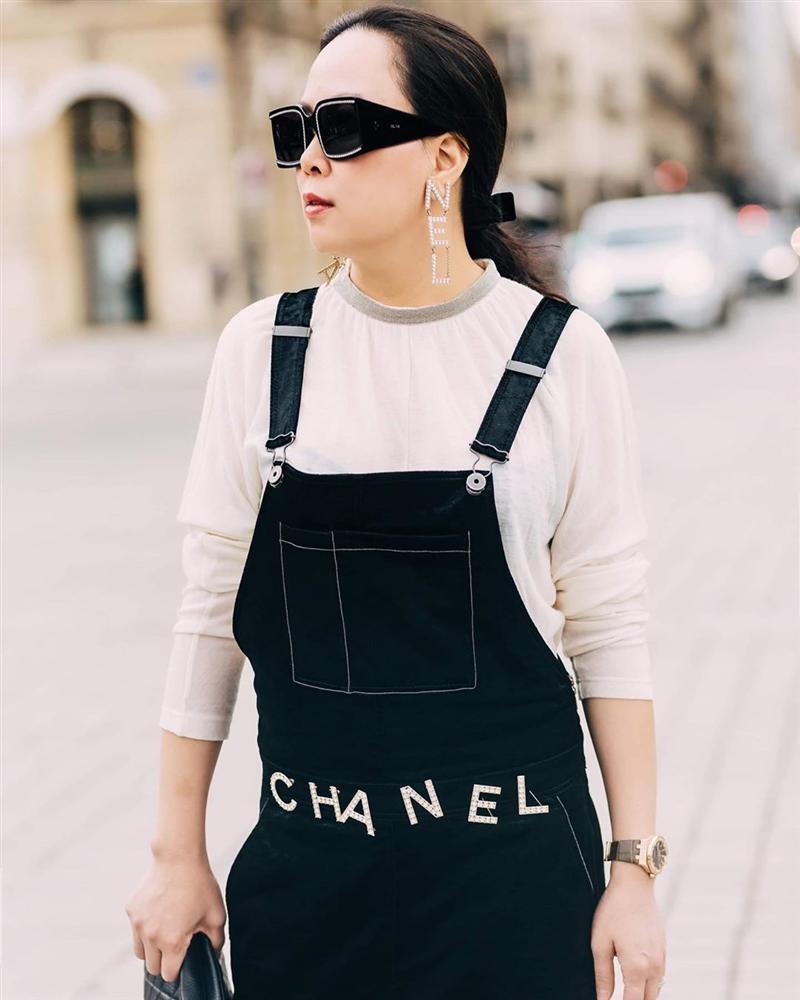 Chơi thân Ngọc Trinh nên Phượng Chanel dù hơn 40 vẫn đam mê màu hồng bất chấp lạc lối đáng sợ đến thế!-8