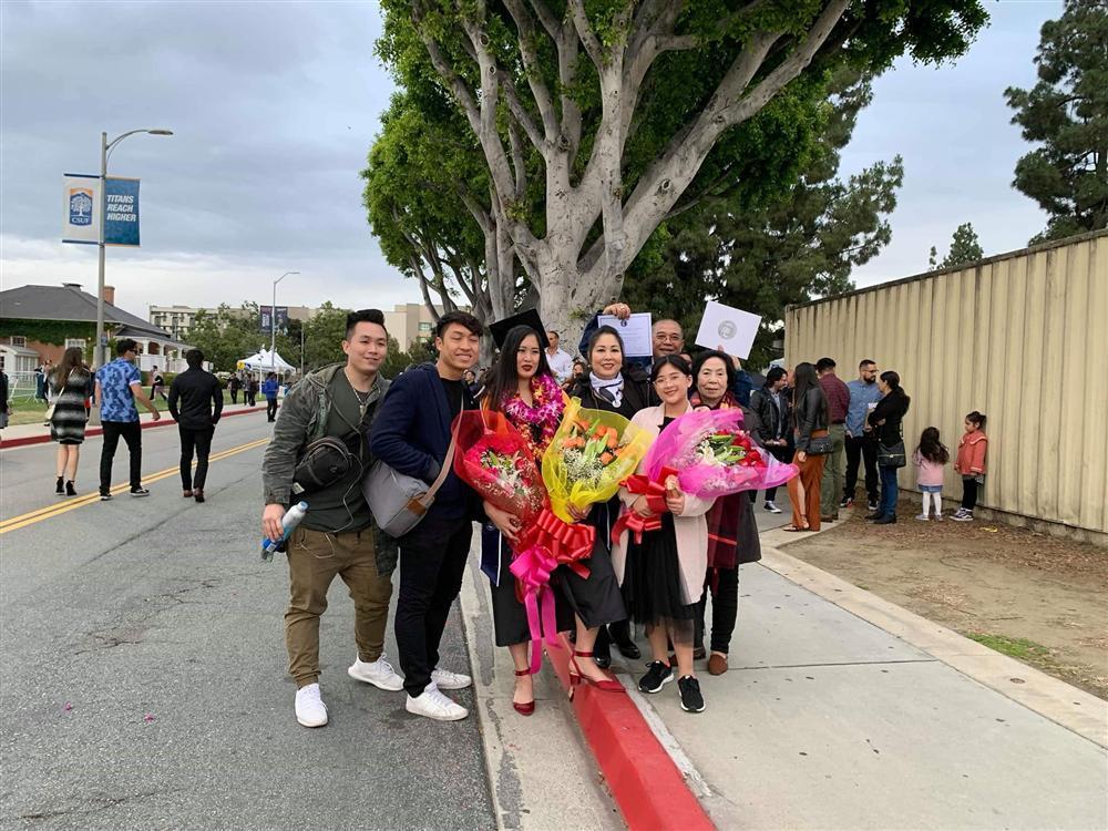 Vừa khoe con trai học hành giỏi giang, nghệ sĩ Hồng Vân lại tự hào khi gái cả tốt nghiệp ĐH danh tiếng ở Mỹ-1