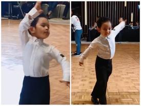 Lần đầu ra sàn diễn, quý tử nhà Khánh Thi - Phan Hiển chứng tỏ chuẩn con nhà nòi khi khoe vũ đạo đáng yêu hết nấc