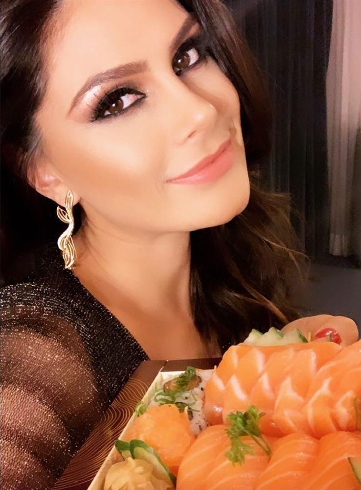 Bản tin Hoa hậu Hoàn vũ 21/5: Đại mỹ nữ khét tiếng sexy cũng vái cả nón khi nhìn chiếc váy của Ngọc Trinh tại Cannes-9