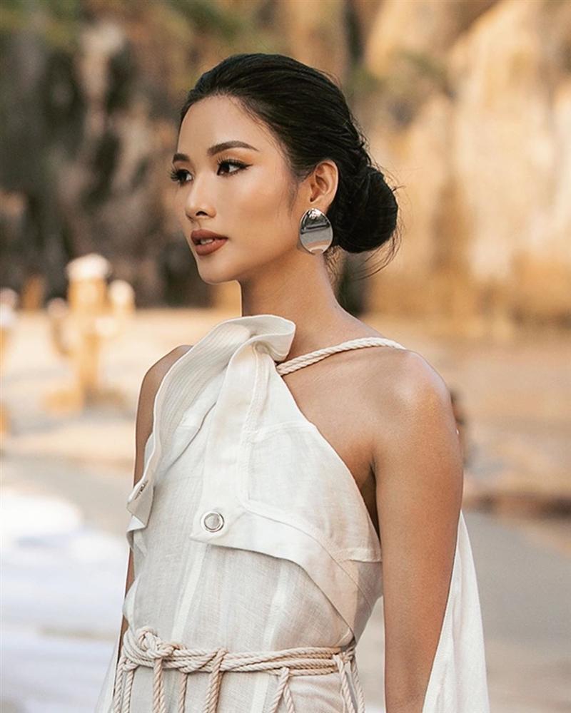 Bản tin Hoa hậu Hoàn vũ 21/5: Đại mỹ nữ khét tiếng sexy cũng vái cả nón khi nhìn chiếc váy của Ngọc Trinh tại Cannes-3