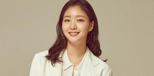 Nhan sắc đẹp lạ của nữ chính đóng cặp cùng Lee Min Ho trong phim mới-6