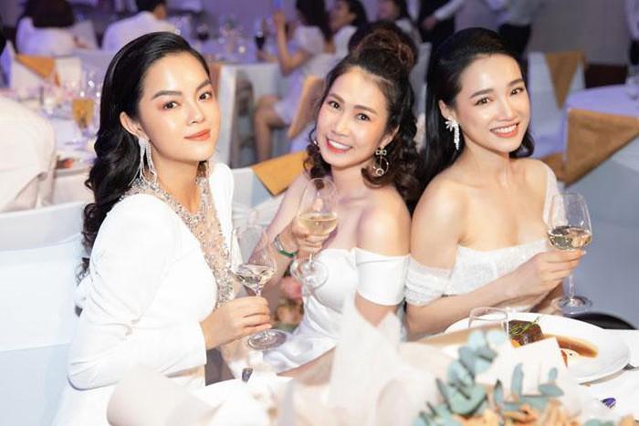 Sinh nhật Nhã Phương mà Phạm Quỳnh Anh đẹp lấn át cả nhân vật chính lẫn toàn bộ khách mời-4