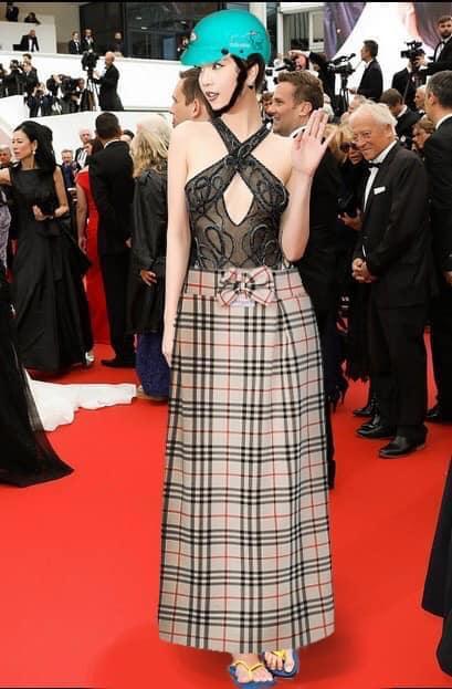 ĐỐ KHÔNG CƯỜI: Thấy Ngọc Trinh ăn mặc thiếu vải, cộng đồng photoshop ra tay thiết kế lại trang phục dự Cannes cho nữ hoàng nội y-4