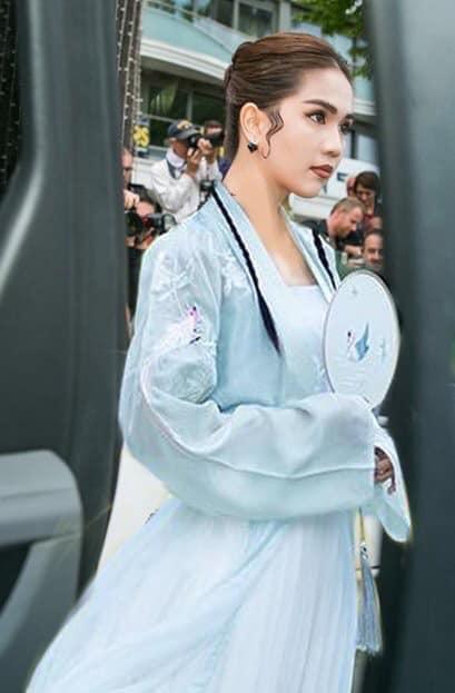 ĐỐ KHÔNG CƯỜI: Thấy Ngọc Trinh ăn mặc thiếu vải, cộng đồng photoshop ra tay thiết kế lại trang phục dự Cannes cho nữ hoàng nội y-8