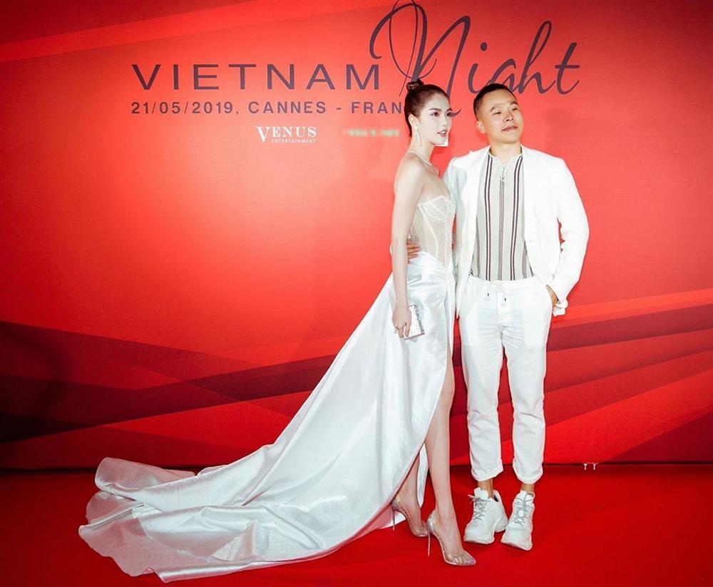 Dân tình ném đá đủ chưa, Ngọc Trinh tiếp tục hở bạo với bộ đầm xuyên thấu khác nào corset tại Cannes 2019 đây này-2