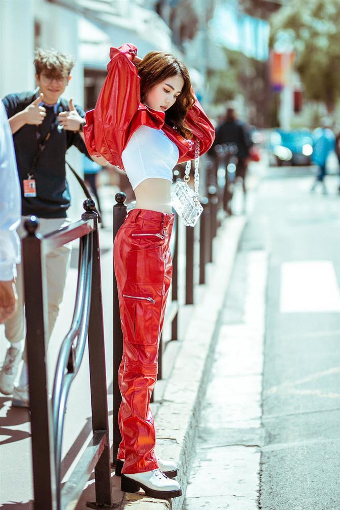Dự thảm đỏ Cannes phản cảm bao nhiêu thì Ngọc Trinh lại được khen ngợi street style ấn tượng bấy nhiêu-6