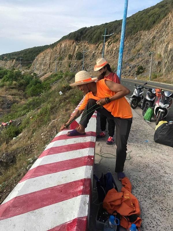Nhóm phượt thủ gây tranh cãi khi đu dây nhặt rác ở Nha Trang-3