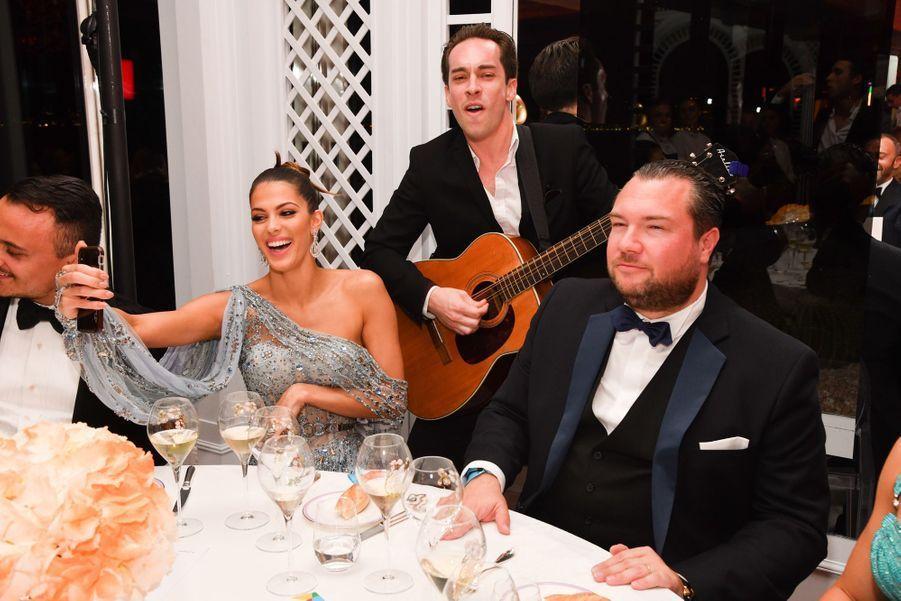 Ngắm đầm xuyên thấu đẹp mê hồn của Hoa hậu Hoàn vũ tại Cannes, lại phải nể sự táo bạo bất chấp của Ngọc Trinh-8