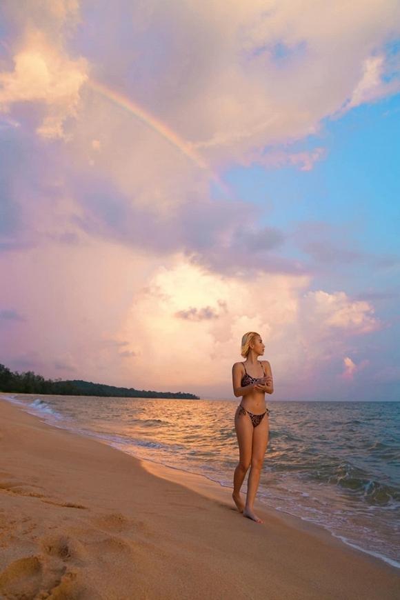Chẳng cần phồn thực như ai, Quỳnh Anh Shyn vẫn tự tin diện bikini khoe dáng-3