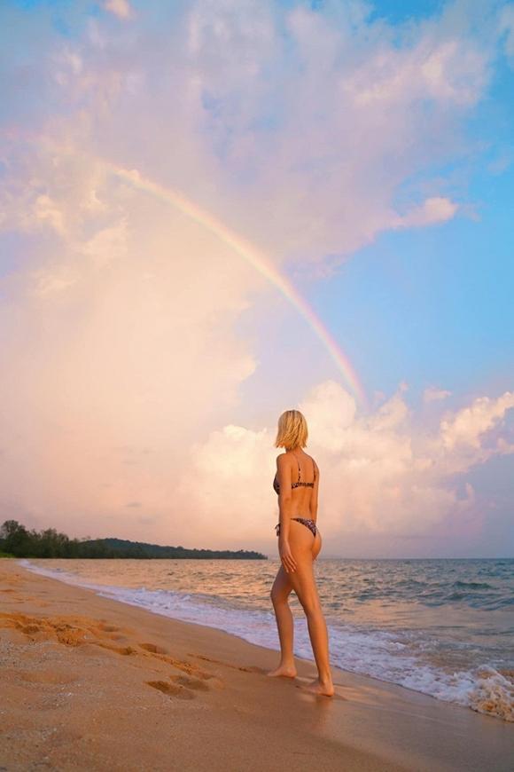 Chẳng cần phồn thực như ai, Quỳnh Anh Shyn vẫn tự tin diện bikini khoe dáng-4