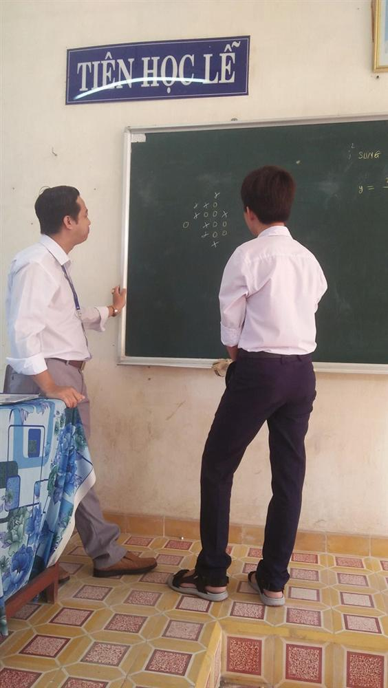 Thầy giáo bá đạo nhất MXH hôm qua: Rủ học trò chơi cờ, thắng được cộng điểm nhưng lý do phía sau mới bất ngờ-1
