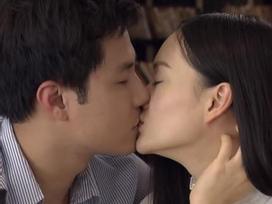 'Phi công' Thanh Sơn hôn má, gọi Lan Phương là vợ ở trường quay