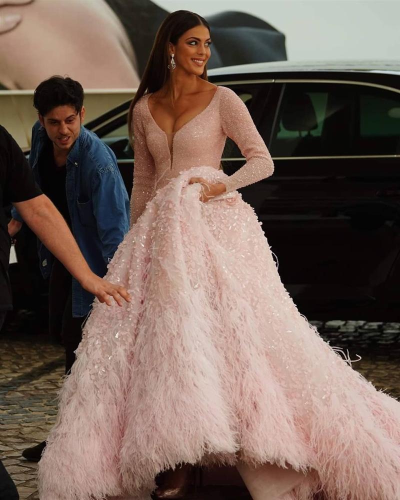 ĐẲNG CẤP LÀ ĐÂY: Hoa hậu Hoàn vũ diện đầm công chúa sáng rực trên thảm đỏ Cannes-5