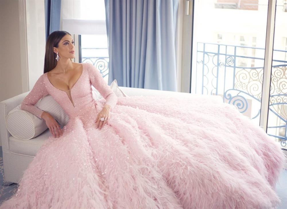 ĐẲNG CẤP LÀ ĐÂY: Hoa hậu Hoàn vũ diện đầm công chúa sáng rực trên thảm đỏ Cannes-4