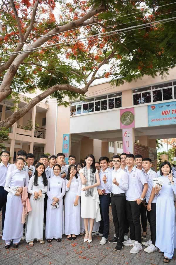 Hoa hậu Thùy Dung: Tặng sách để khơi khát vọng, xây chí hướng-4