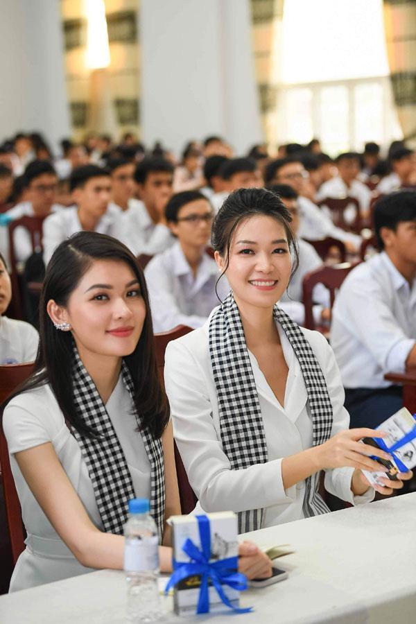 Hoa hậu Thùy Dung: Tặng sách để khơi khát vọng, xây chí hướng-1