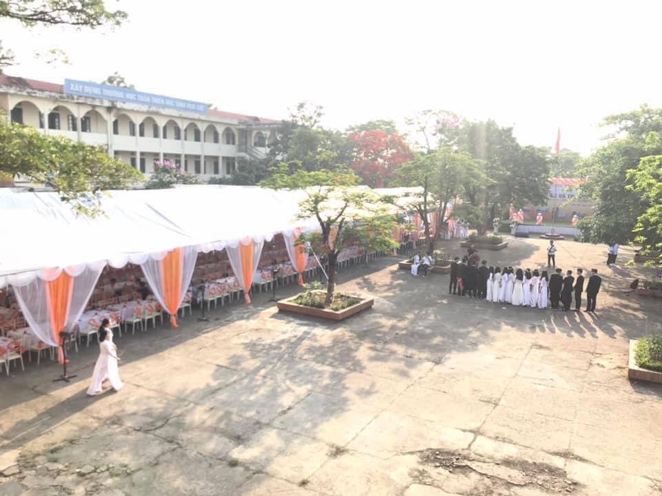 Xôn xao hình ảnh lễ bế giảng được trang trí như rạp cưới ở Thái Nguyên-2