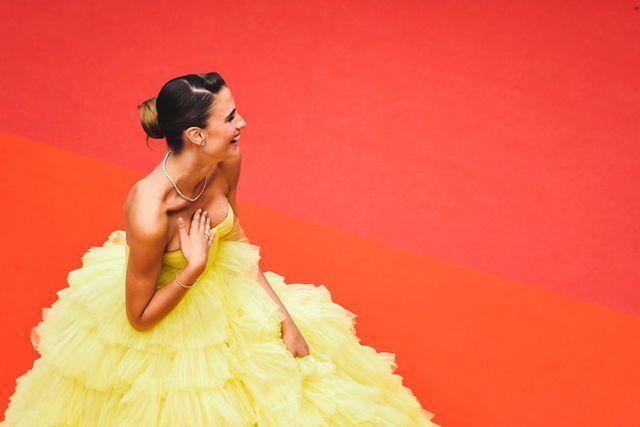 Người mẫu xinh đẹp Brazil hết hồn vì tụt váy bất ngờ ngay trên thảm đỏ Cannes-4