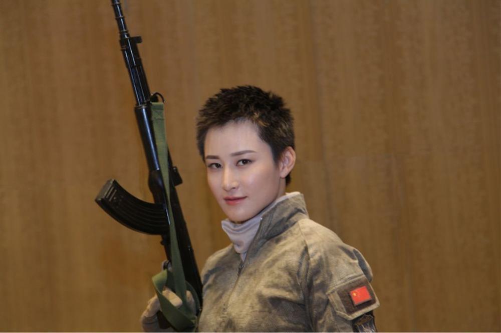 Mỹ nhân Hoa ngữ liều lĩnh để tóc tém: Người được khen lột xác, kẻ bị chê cạn lời-15