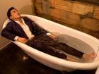Sở thích tắm bồn của Lam Trường: Gắn loa khắp nơi, trang trí độc lạ, bật nhạc núi rừng
