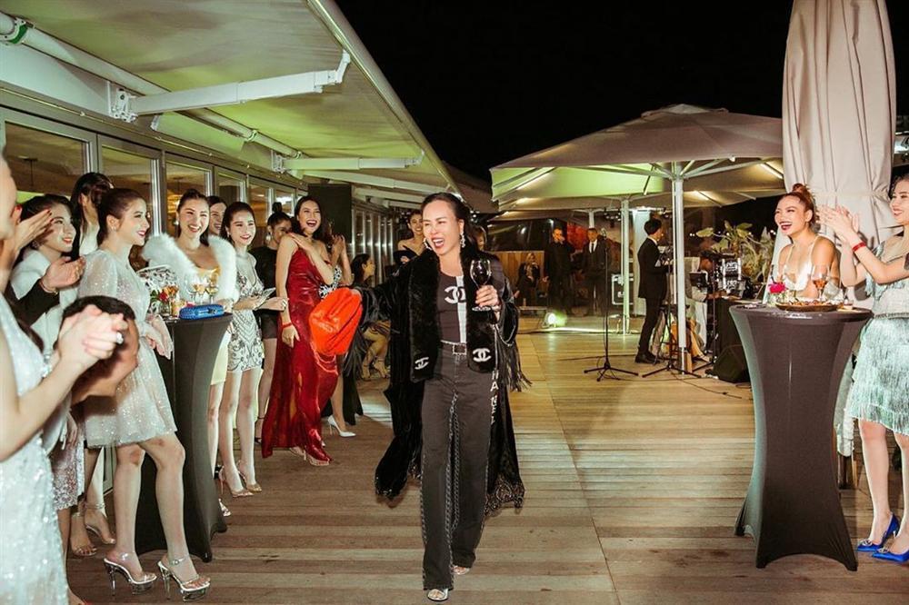 Diện đi diện lại một chiếc áo tắm từ du lịch đến thảm đỏ, không hiểu sao Phượng Chanel vẫn SAI QUÁ SAI trong cách phối đồ-4