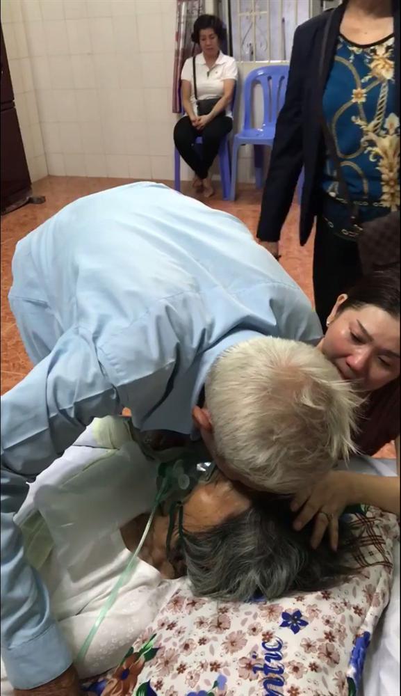 Clip: Rớt nước mắt nhìn cụ ông hôn lên má vợ rồi nói lời từ biệt hẹn gặp nhau ở kiếp sau-1