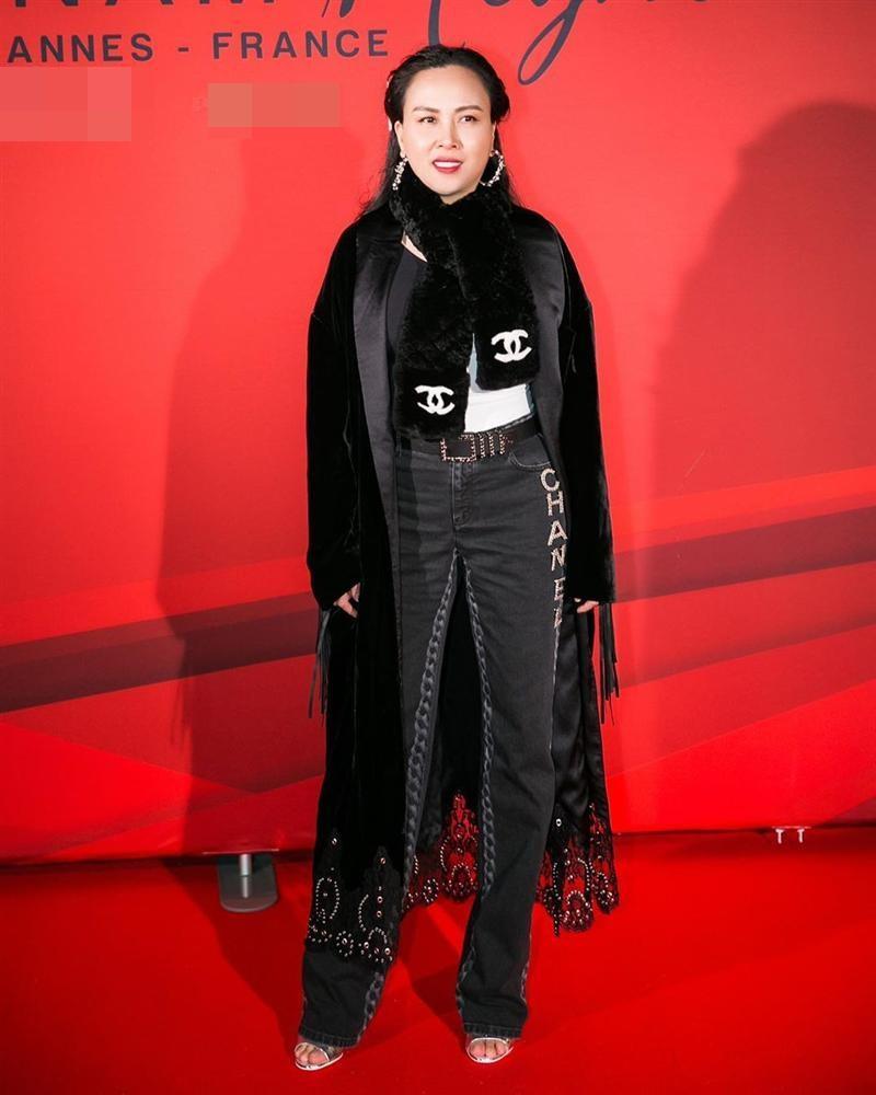Diện đi diện lại một chiếc áo tắm từ du lịch đến thảm đỏ, không hiểu sao Phượng Chanel vẫn SAI QUÁ SAI trong cách phối đồ-1