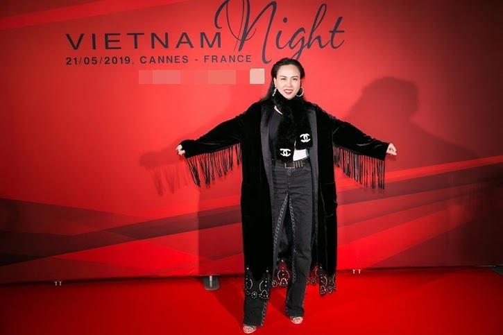 Diện đi diện lại một chiếc áo tắm từ du lịch đến thảm đỏ, không hiểu sao Phượng Chanel vẫn SAI QUÁ SAI trong cách phối đồ-2