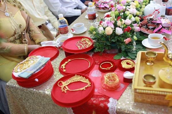 Lại thêm một đám cưới có của hồi môn khủng: Tính vội tiền vàng cũng bằng cả gia tài-2