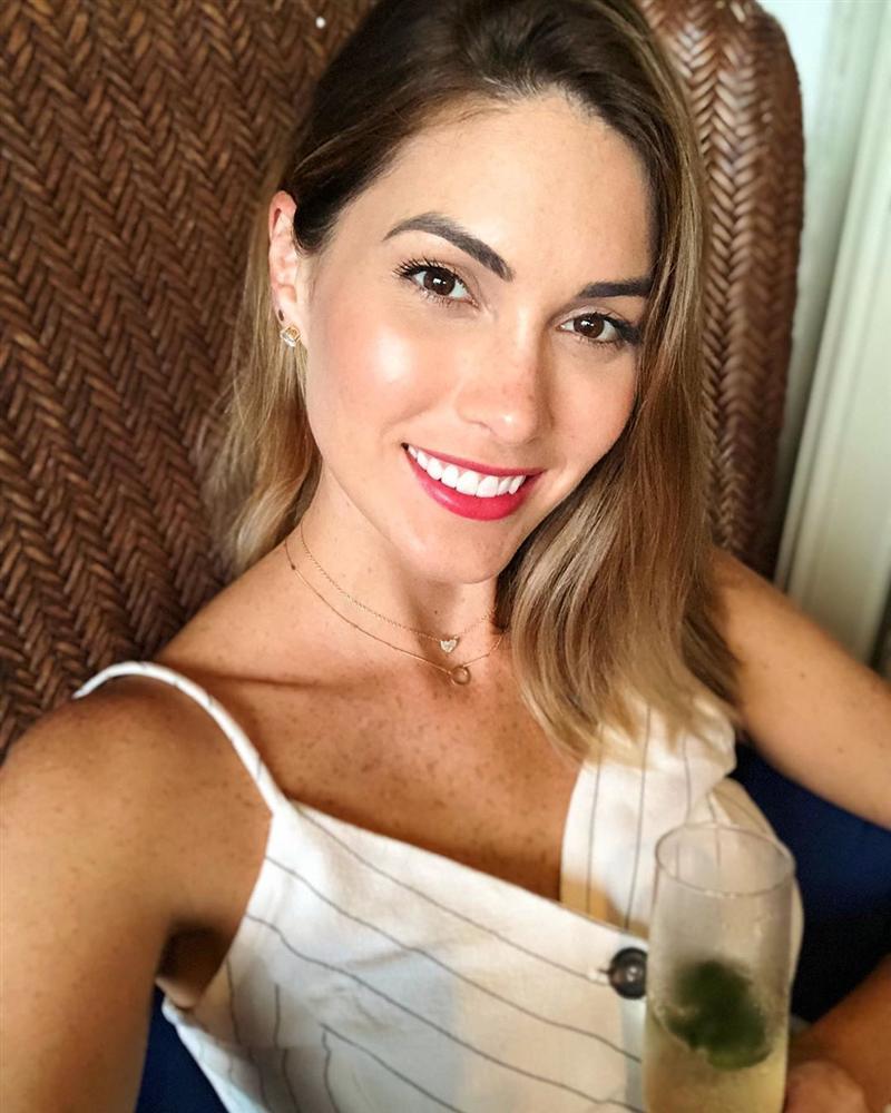 Bản tin Hoa hậu Hoàn vũ 24/5: Hoàng Thùy bất ngờ gửi... hoa dâm bụt chào đối thủ Indonesia-6
