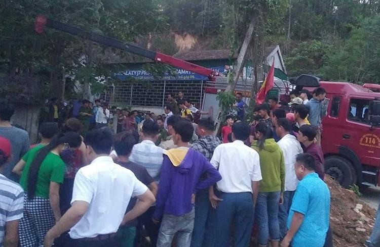 Gần 100 người tìm nạn nhân bị vùi lấp dưới giếng-1